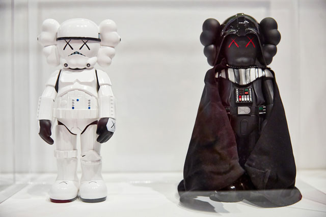 Kaws-Star-wars-dark-vador