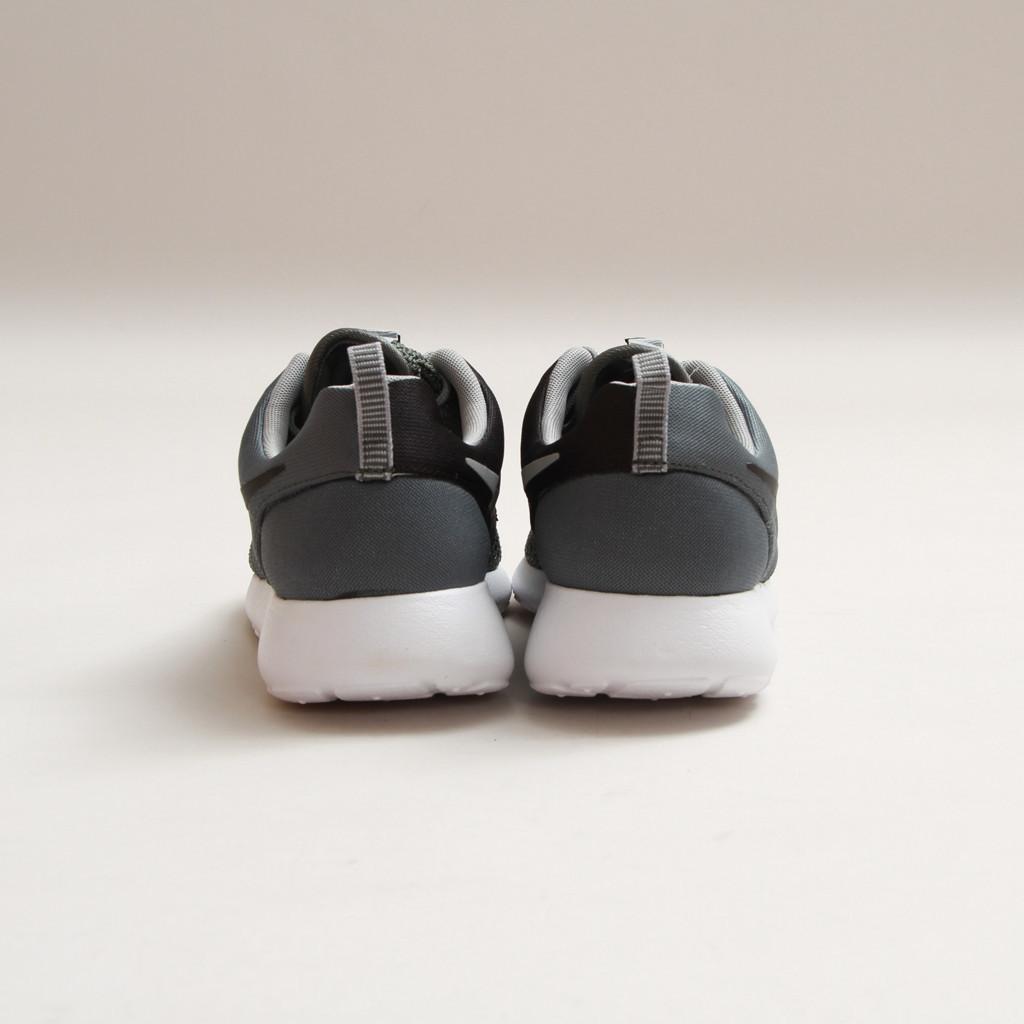 Nike Rosherun Premium Dark Mica Green - Black-White concept