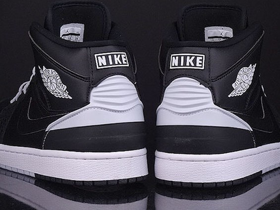 Air Jordan 1 black white