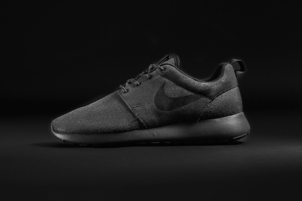 nike roshe run at foot locker