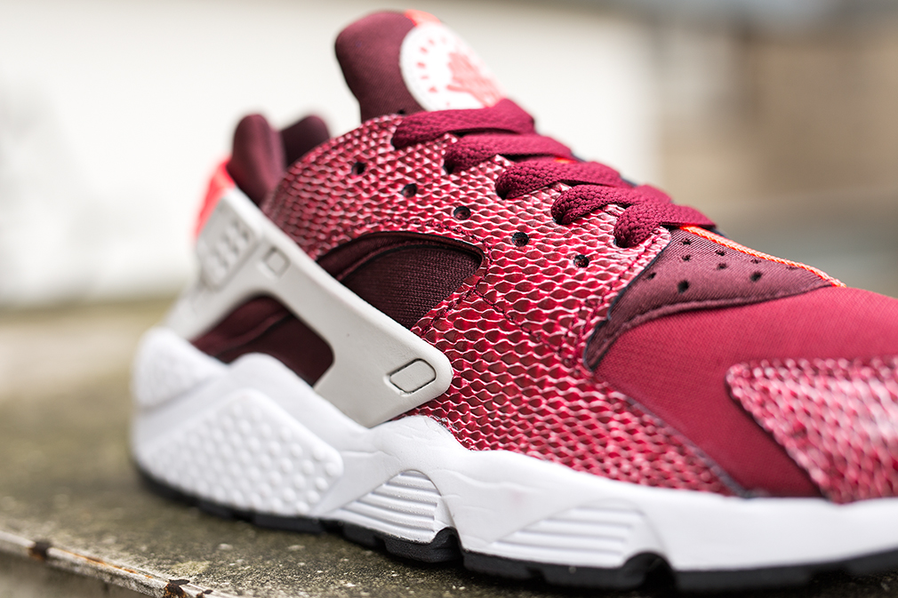 Nike-Air-Huarache-Burgundy-womens