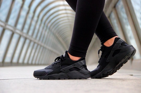 Nike-Air-Huarache-Triple-Black-2014-3-540x359
