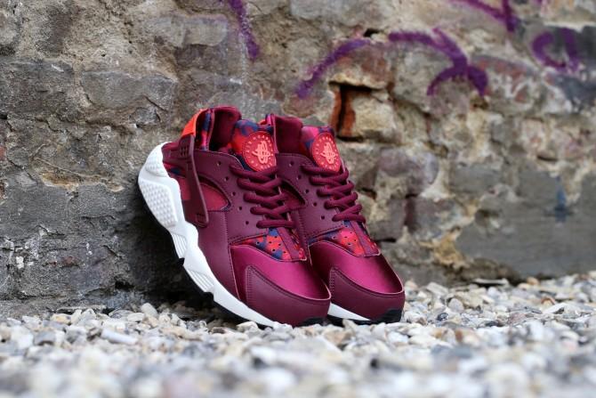 Nike Air Huarache Run Print femme Deep Garnet Bright Crimson