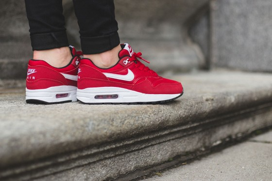 Nike-Air-Max-1-GS-Gym-Red-White-2-560x373