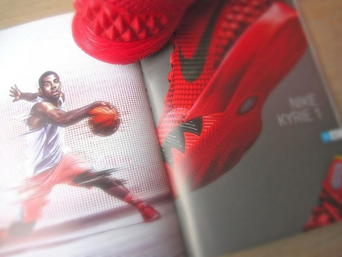 Livre SNEAKERS 2015 Basketball Shoes Nike Kyrie 1