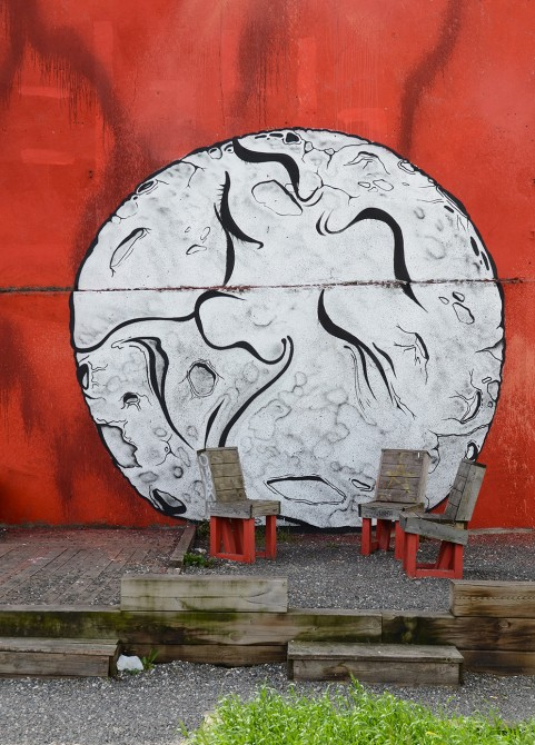 Ella Pitr Mur Street-Art le coup pied a la lune
