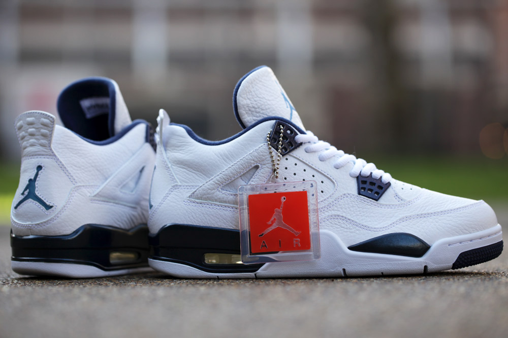 Air Jordan 4 Retro Remastered 'Legend Blue'