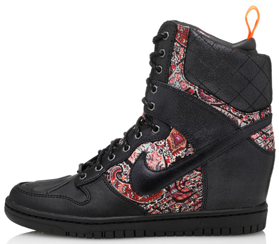 Dunk Super Sky Hi sneakerboots from the Nike X Liberty collection black