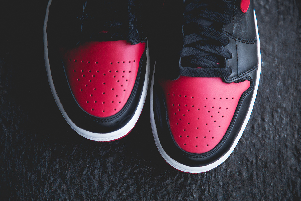 Air Jordan 1 Retro High OG Bred detail