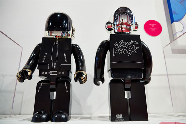 Daft-Punk-Beabrick-this-is-not-a-toy