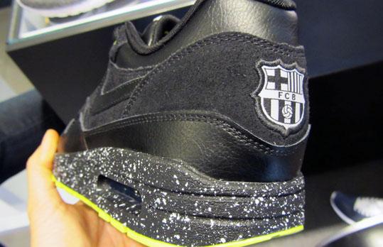 Details Nike Air Max 1 iD FC Barcelonne logo blason