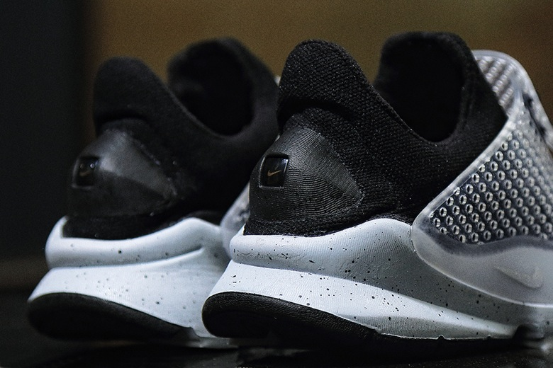 Nike X Fragment Design Sock Dart SP Oreo3