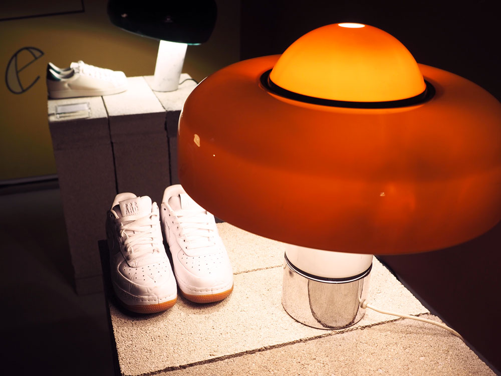 Exposition-Light-On-Sneakers