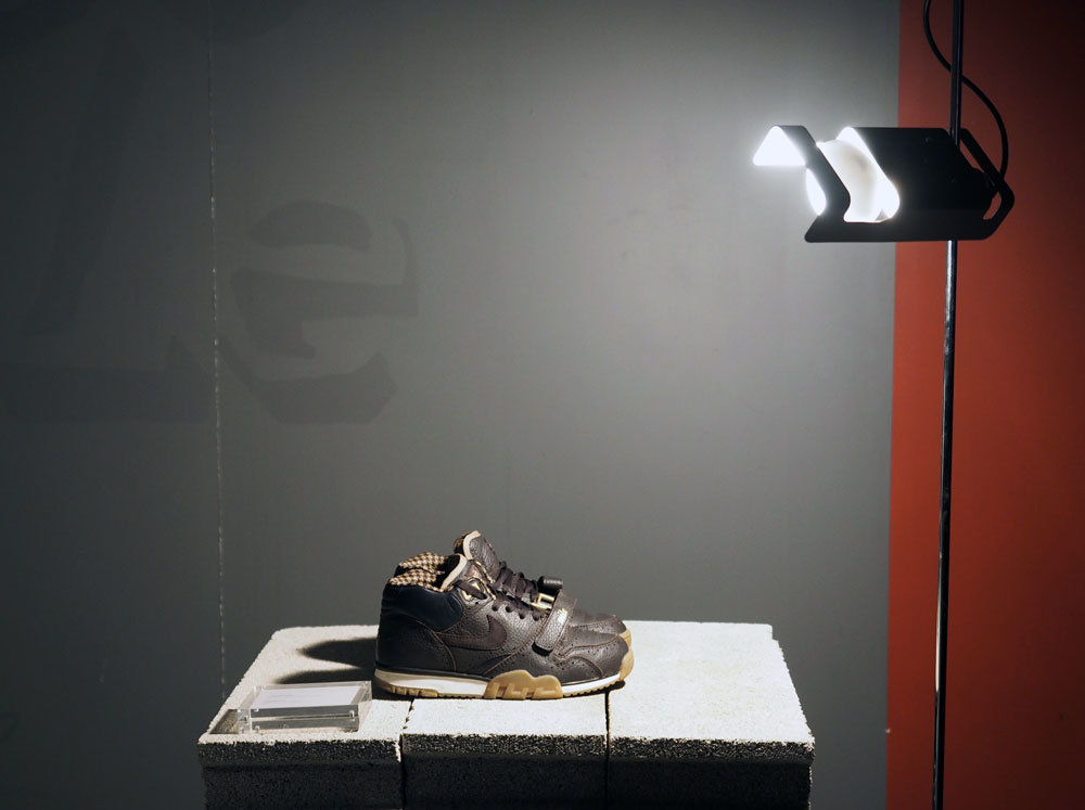 Nike-Air-Trainer-Exposition-Light-On-Sneakers