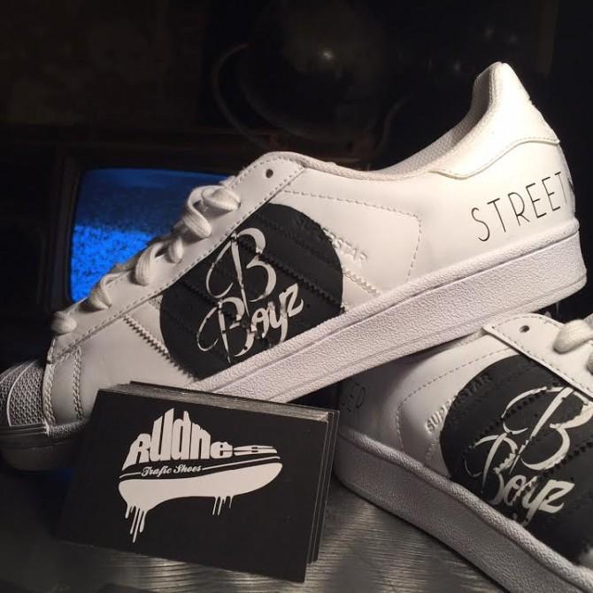 Custom Sneakers réalisé par l'artiste Rudnes