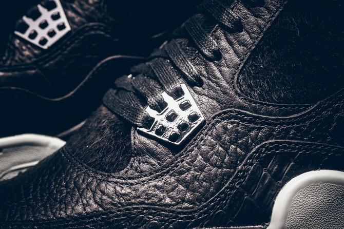 Détails de la chaussure Air Jordan 4 Premium Black Pony Hair