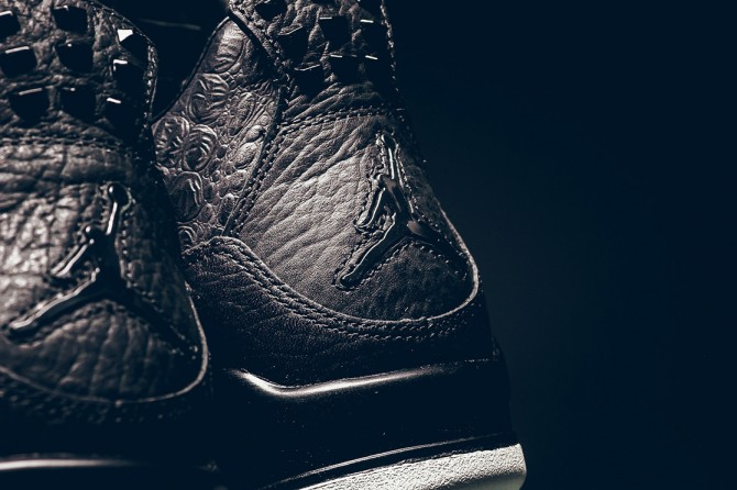 Détails en photo du logo Jumpman de la Air Jordan 4 premium Pony Hair