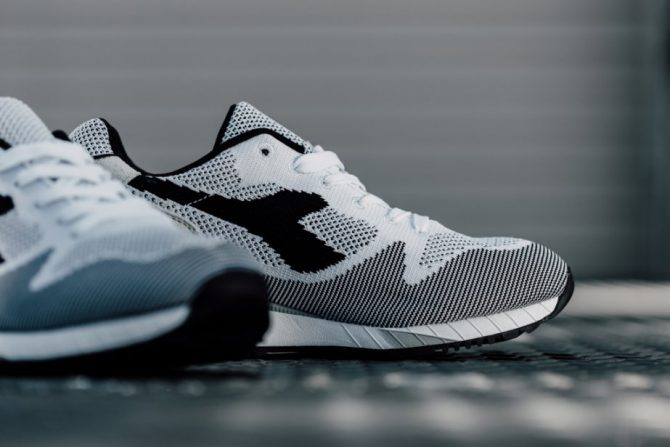 Diadora V7000 Weave black and white