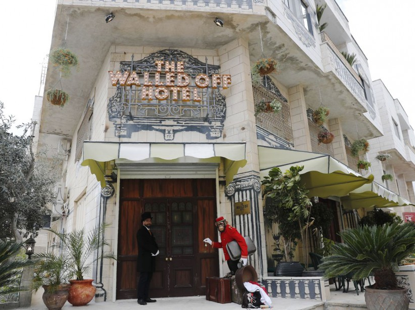 The Walled Off Hotel par Banksy