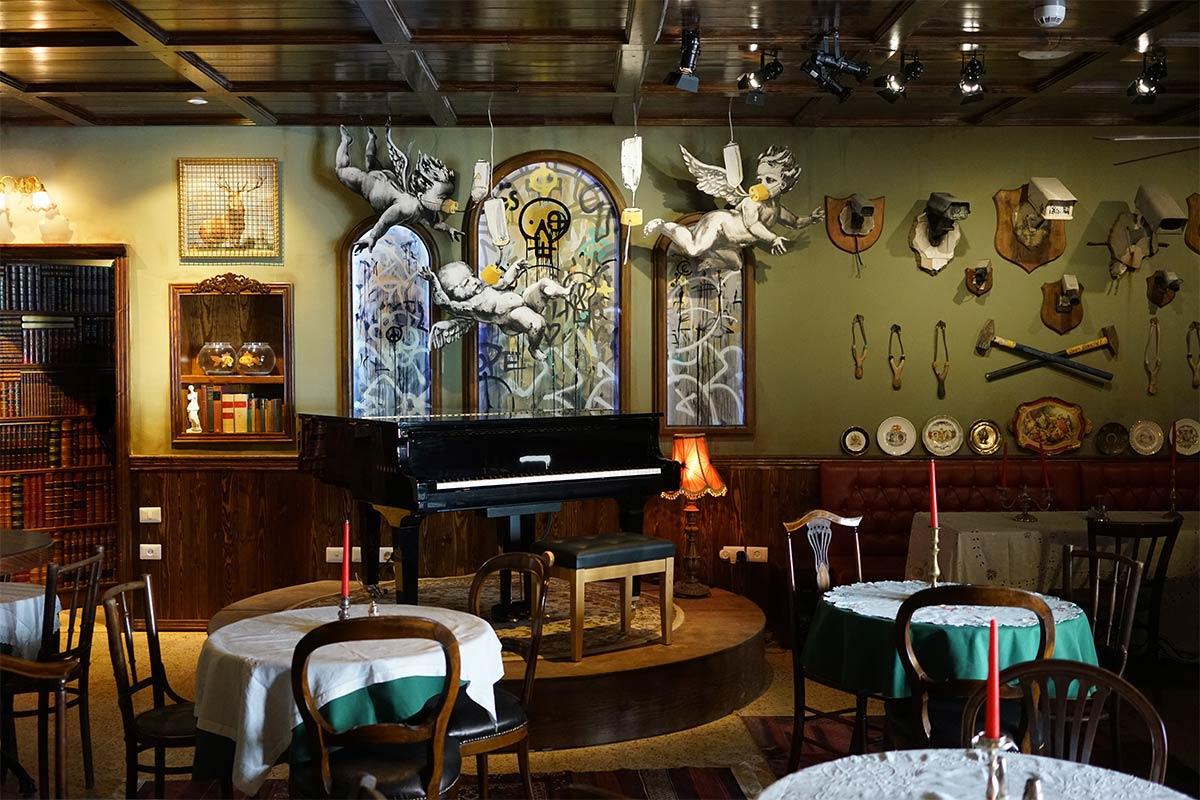 piano bar hotel banksy cisjordanie
